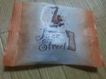 サックスのイラストに、JAZZ STREETの文字